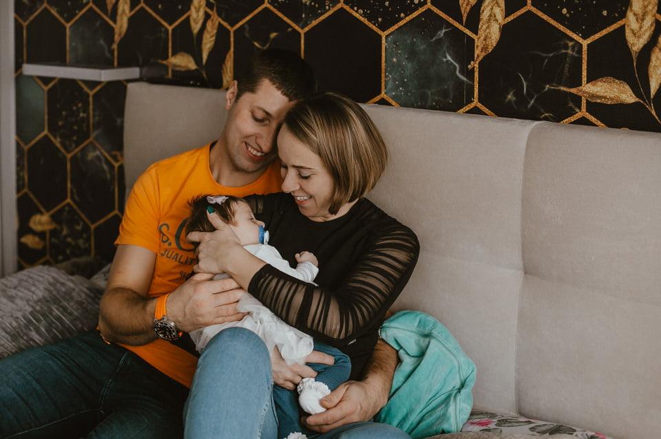 Sesja rodzinna w domu i plenerze u malutkiej Hani i Antka
