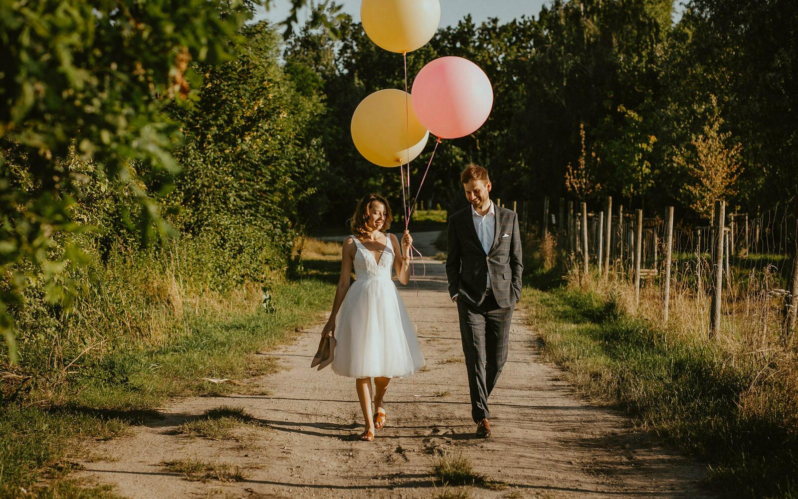 Ślub cywilny w deszczu na wrocławskim Rynku i słoneczna poślubna sesja